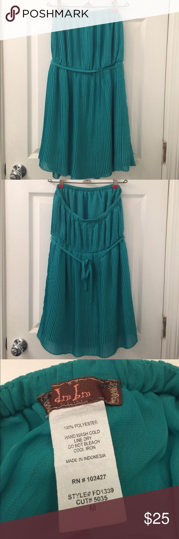 Strapless green chiffon dress Elastic top strapless green chiffon dress with belt. Hits just above knees. Fits more like a S/M. dm bm Dresses Mini