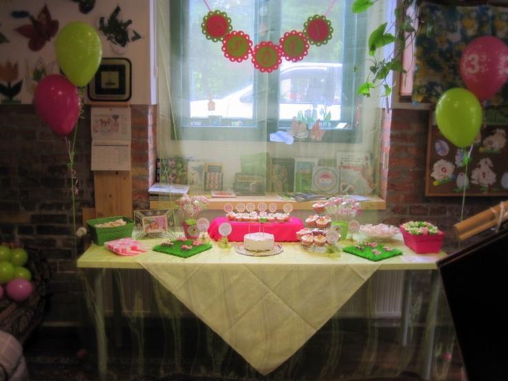 Pink-lime dessrt table (playhouse)