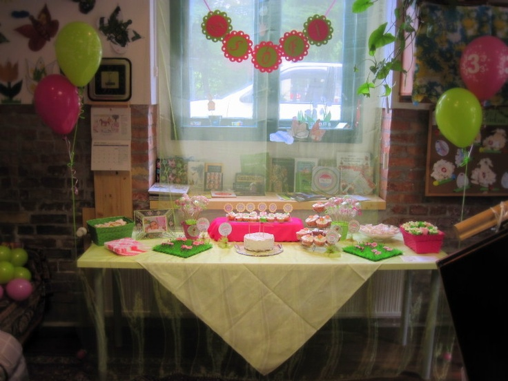 Pink-lime dessrt table (playhouse)