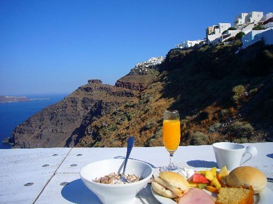 SUN ROCKS Hotel Santorini | Breakfast by the cliffs