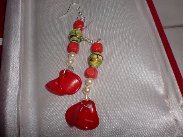 Paper bead earrings along with white pearls, pink wooden beads