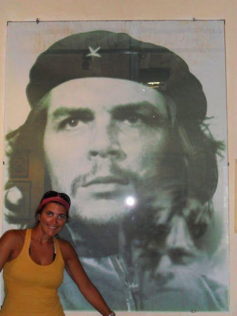 """De seu nome Ernesto Guevara, o revolucionário argentino foi para o mundo um exemplo de perseverança, luta e dedicação a um conjunto de ideais. Desde que li """"Os diários de uma motocicleta"""", em que Guevara relata as suas experiências durante uma viagem pela América do Sul, apaixonei-me pela figura e pelos ideais que representa. Ernesto …"""
