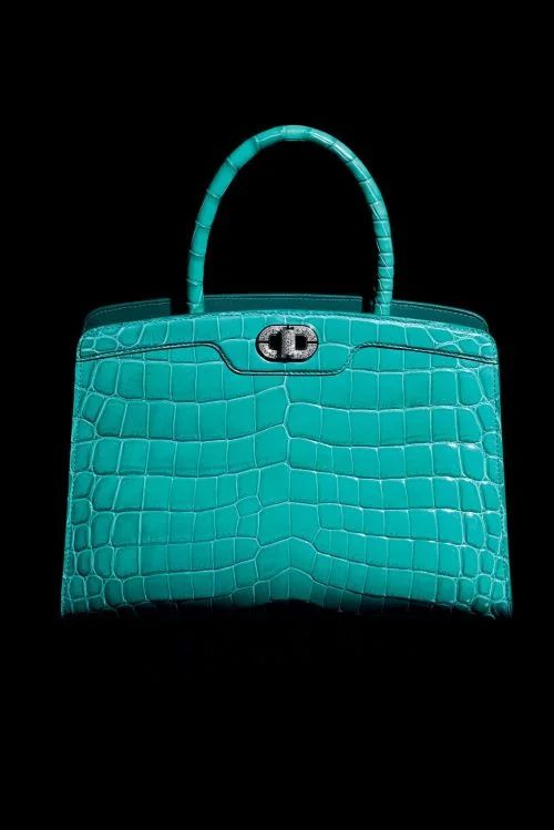 Bulgari 130th anniversary: Icona10 One-of-a-kind top handle bag in emerald green.
