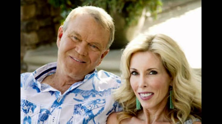 """Glen Campbell Grow Old Along With Me Uploaded on Nov 20, 2011 Thanks for a life time of music Glen...Your love and devotion to one another has touched millions. Category Music License Standard YouTube License Music """"Grow Old With Me"""" by Glen Campbell"""