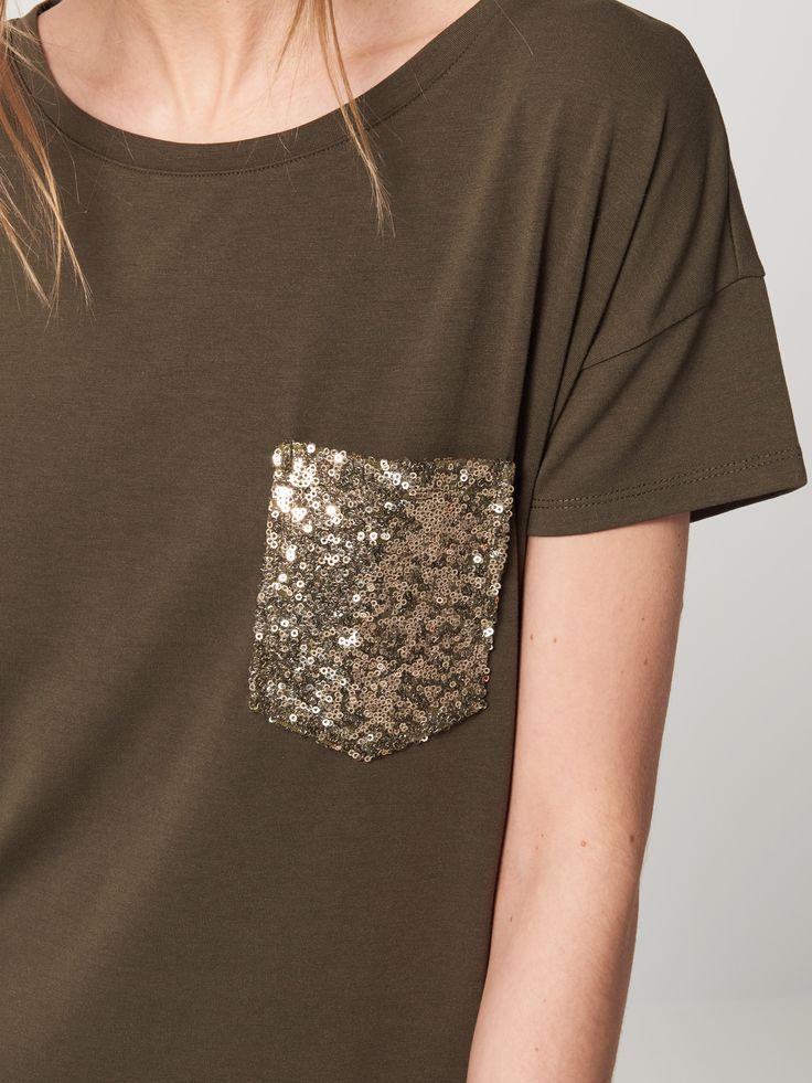 Voľné tričko s ozdobným vreckom AFTER HOURS, TRIČKÁ, zelená, MOHITO