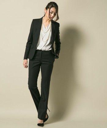素敵ママはシックなブラックスーツ☆40代アラフォー女性のパンツスーツのコーデ♪