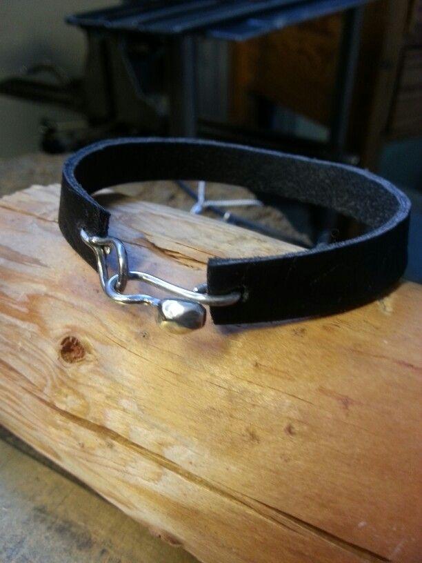 Läderarmband med silverspänne