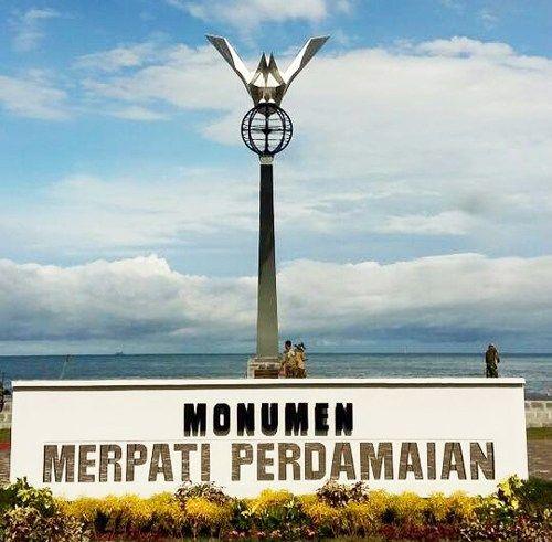 Dua Monumen di Pantai Padang Jadi Favorit Wisatawan