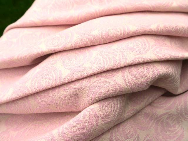Roses Pimpernel Wrap Cosy ecru warp with pink lavender cotton weft. A beautifully soft and supportive wrap. 100% cotton.