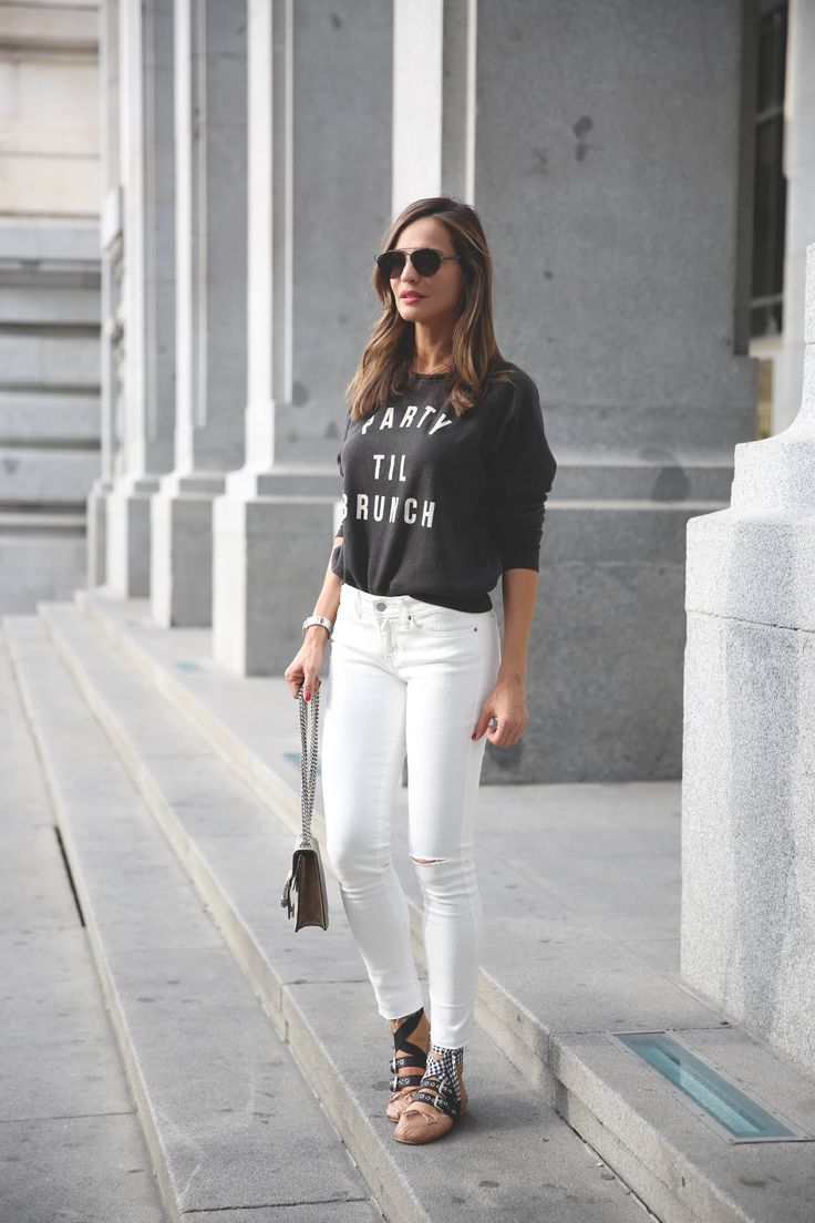 white skinny jeans+sweatshirt with text+ballerinas+shoulder bag. - Lady Addict. Summer outfit 2016