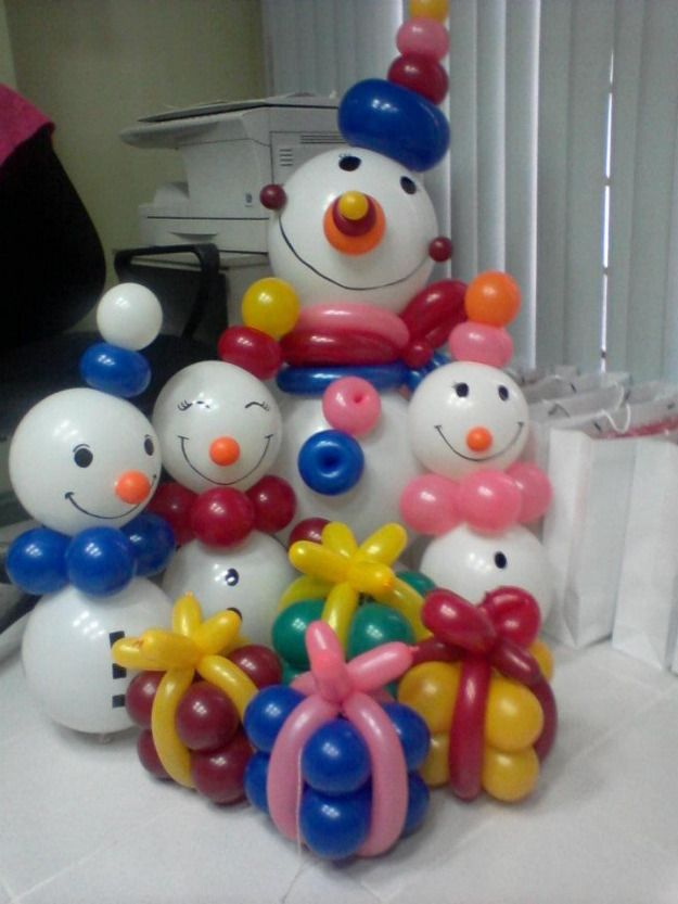Ohh.. so sweet! A whole family of #balloon snowmen and snowkids. :-) #Christmas