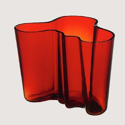 Tulenpunainen Iittala Aalto-maljakko, 160 mm, 199 €, norm. 255 €, Iittala, E-taso.