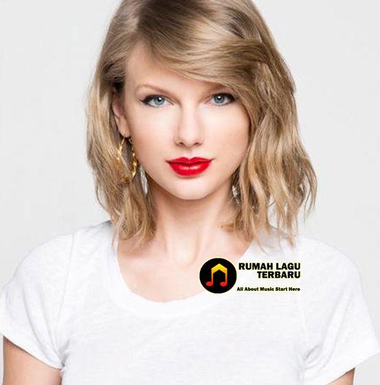 Taylor Swift, penyanyi dan penulis lagu di Amerika Serikat ini ternyata memiliki nama asli Taylor Alison Swift. Lahir pada tanggal 13 Desember 1989, Taylor Swift merupakan anak dari Scott Kingsley Swift ( Perantara Perdangan Saham ) dan juga Andrea Finlay Taylor Swift, Biodata Taylor Swift, Biodata Lengkap Taylor Swift, Download Lagu Gratis, Download Lagu Taylor Swift, Biografi Taylor Swift, Profil Taylor Swift