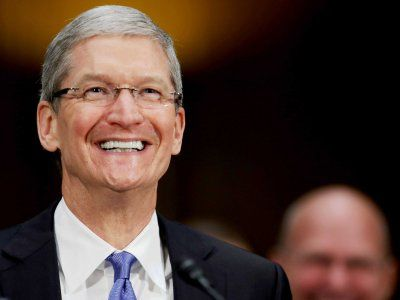 Apple says iPhone 6S pre-orders are on pace to beat last year's weekend sales record