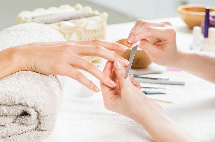 W domowym zaciszu można bez większych nakładów finansowych zadbać o kondycję naszych paznokci, oraz naturalnie przyspieszyć ich wzrost.  Sprawdź jak naturalnymi sposobami przyspieszyć wzrost paznokci! :)