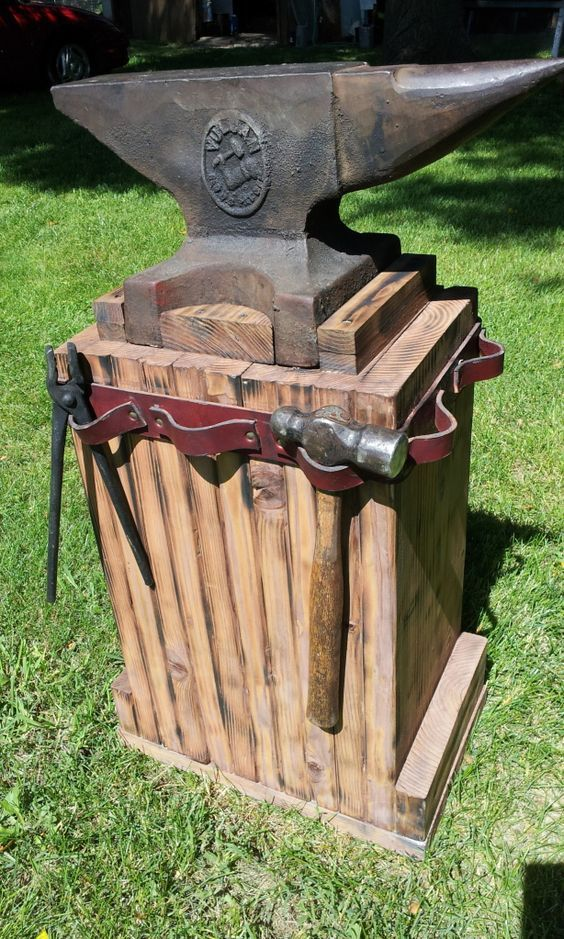 """Homemade Anvil Stand. appears to be made with 1"""" x 8""""s - Love this stand ... I want one if I ever get an anvil. BQB"""