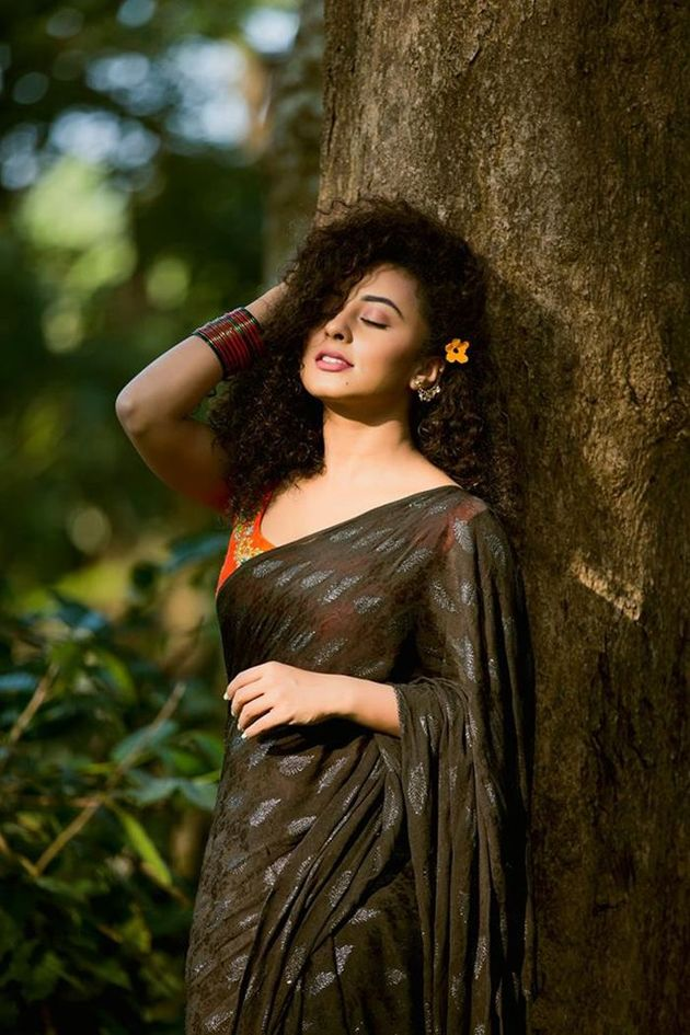 Pearle maaney hot in black saree