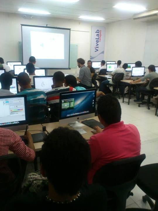 Los vivelab son un proyecto del Gobierno nacional a través del Ministerio de Tecnologías de la Información y las Comunicaciones de Colombia. Naska Digital capacita jóvenes de las principales ciudades de Colombia en 3D
