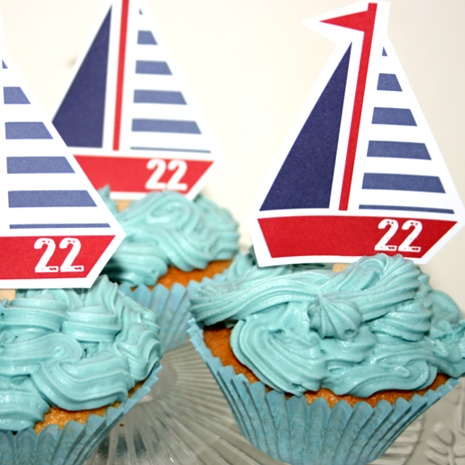 Nautical cupcakes with boat cake toppers @ stylemyparty.co.uk