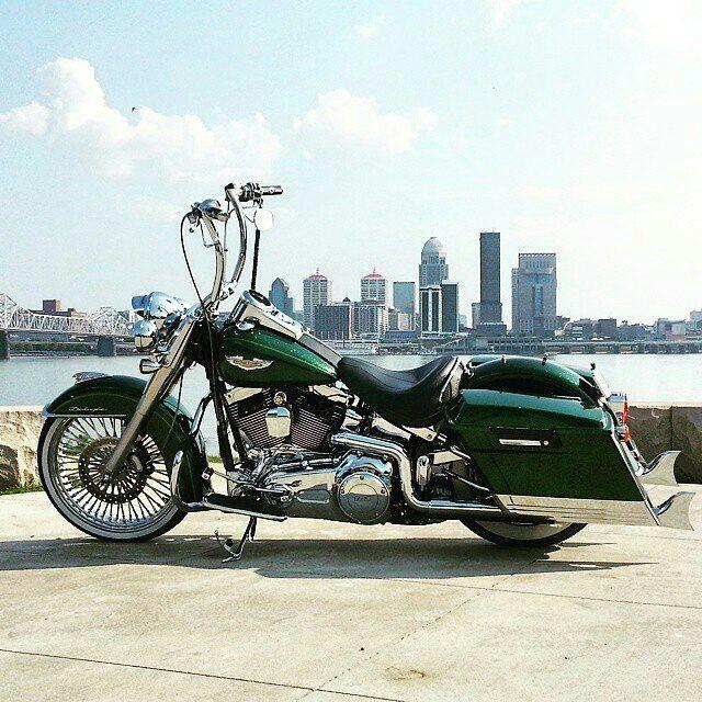 "Follow & Tag ""HD Tourers and Baggers"" on Instagram Facebook Twitter & across the Web. ===================== #hdtourersandbaggers  ===================== Credit to @gary__collett_jr ===================== #instamotogallery #instamoto #motorcycles #harleydavidson #roadkingclassic #roadking #roadglide #streetglide #softail #showoffmyharley #harleysofinstagram #harleylife #bikelife #bikersofinstagra #bikestagram  #harleyrider #harleyriders #customharley #throttlezone #harleydavidsonnation…"