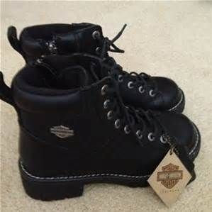 Harley-Davidson Boots for Women - my mom has a pair of these, I steal them all the time :P