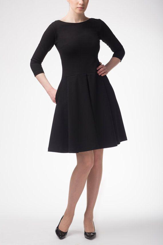 Beautiful dress with pleats and hidden pockets by Fanfaronada