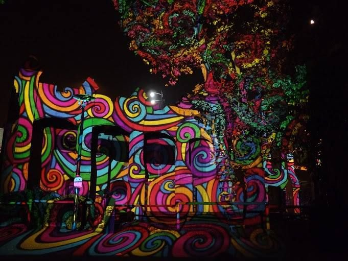 Szellem party - Night Projection fényfestés  További információ: https://www.facebook.com/events/1189754461039182/  #Halloween #HolNemVolt #HolNemVoltPark #NightProjection #fényfestés #raypainting #visuals