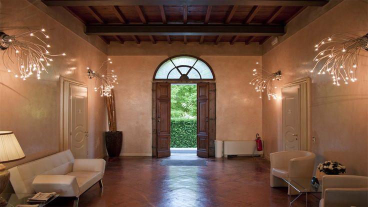 Residenza La Villa è un B&B appartato, famoso per l'atmosfera romantica che vi regna e per le golose colazioni caserecce che vi vengono servite