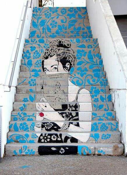 """""""LeS FeMMeS Qui LiSeNT SoNT DaNGeReuSeS!"""" (Women Who Read Are Dangerous) Artist: Don Mateo Location: Lyon, France."""