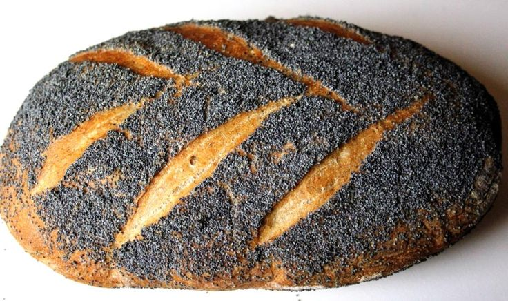 Hier zie je een desembrood van 100 % Elitebloem afgewerkt met maanzaad. Leer zelf ook zo'n brood bakken. Meer informatie op: www.desembroodbakjezelf.nl