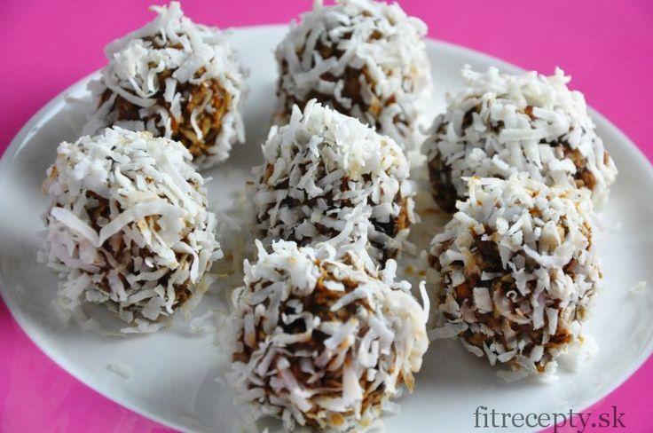 Doplňte svoj denný príjem vlákniny o tieto chutné, zdravé guľky bez pridaného cukru. Ingrediencie (na 12ks): 1 hrnček sušených sliviek 1/2 hrnčeka mandlí (namočených na pár hodín vo vode) 1/2 hrnčeka kokosu 1/2 hrnčeka ovsených vločiek 1 lyžička škorice kokos na obalenie Postup:Tie najlepšie recepty aj s nutričnými hodnotami nájdete v knihách Fit Recepty a […]