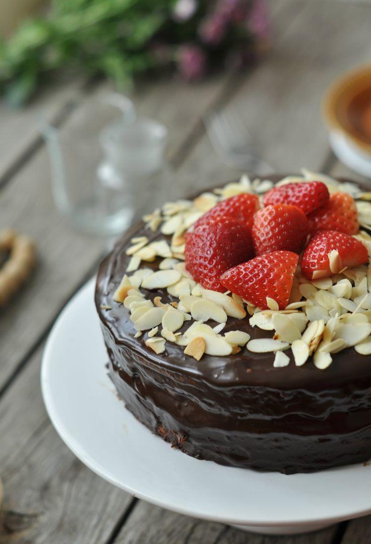 Szerintem ezt szeretni fogjátok: egyszerű elemekből áll össze, bárki meg tudja csinálni, cserébe a végén egy egészen szép kis tortát kapunk....