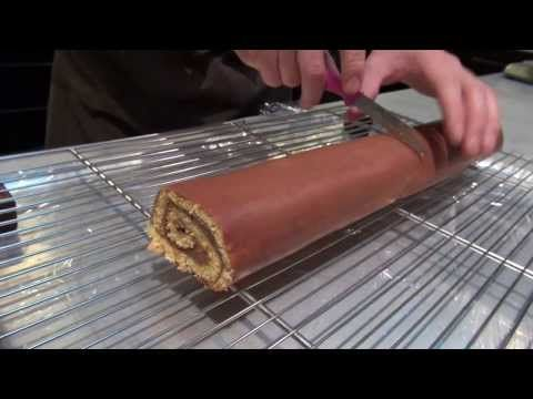 Yule log with chocolate and passion of Pierre Hermé - YouTube