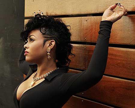 9. Curly Mohawk Frisuren für Schwarze Frauen