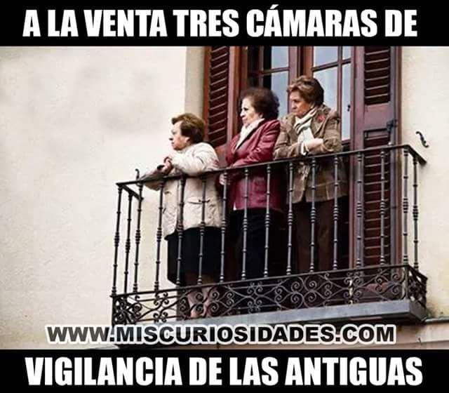 Chistes Graficos: Viejas chismosas !!!