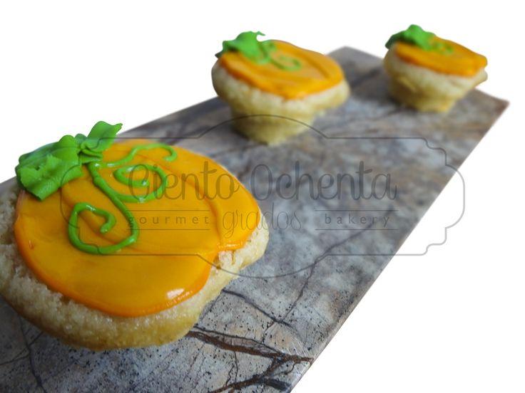 Cupcakes, calabacitas de vainilla con relleno de maracuya