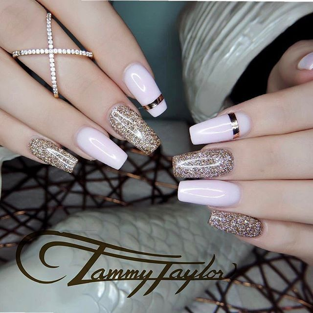 #Repost @tammytaylornailssouthafrica ・・・ Tammy Taylor Nails in SA  Using 3 Types od Dazzle dusts mixed with a special prizma mix .. if you want to learn how to do this set, book your training set with @tammytaylornailssa.nailsquad - Order the Rosegold Tap