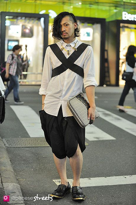 120812-0351 - Japanese street fashion in Harajuku, Tokyo (Umitos, Komakino, Damir doma, Trussardi, Mawi, Juun.j)