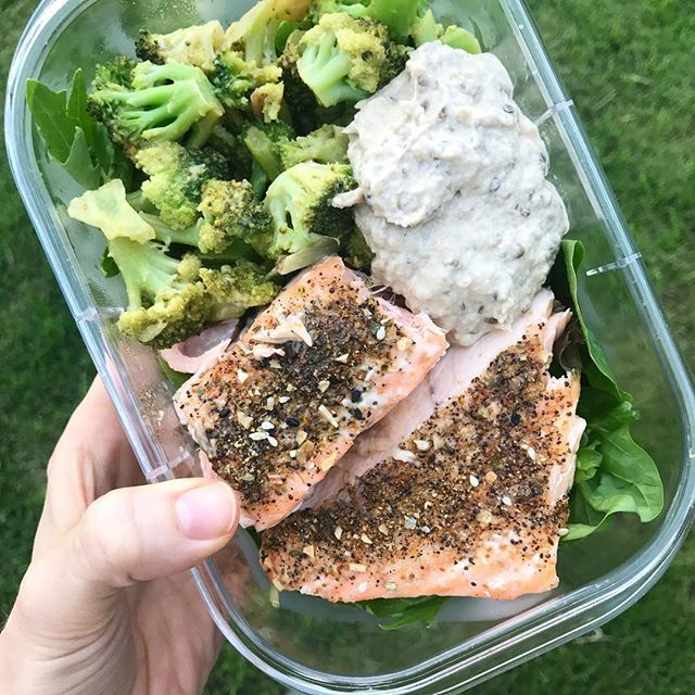 The trifecta of deliciousness for my last day of step down 🏨• On top of a bed of mixed greens: roasted broccoli, baked salmon with a smattering of seasoning (seriously, it's so good it melts when you eat it), and my favorite dip/condiment: babba gannoush! @dr.farah_md understands my love for it 😍 There's like a million ways to spell it and I'm pretty sure I still don't hit one of them 😜 • I'll genuinely miss being on this service. It's the perfect level of critical thinking for very ill…