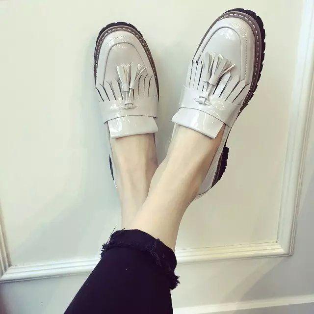 Купить товарМаленькие кожаные ботинки женский кисточкой летняя обувь кожа раунд неглубоко рот Британская школа ступил низкий ветер падать плашмя обувь в категории Женская обувь с подошвой из вулканизированной резинына AliExpress. Маленькие кожаные ботинки женский кисточкой летняя обувь кожа раунд неглубоко рот Британская школа ступил низкий ветер падать плашмя обувь