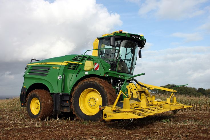 John Deere's 8000i series forage harvesters, topped by this 8600i wide body model, get their first UK showing at LAMMA.