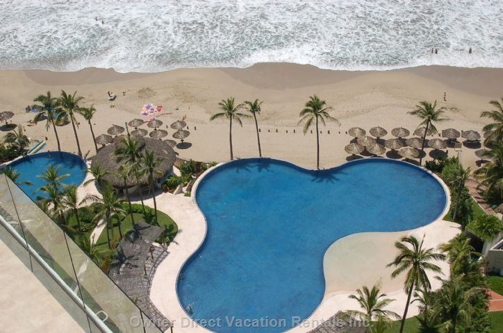 Pethouse located right on the main Ixtapa beach, Playa El Palmar. Be in the heart of Ixtapa!