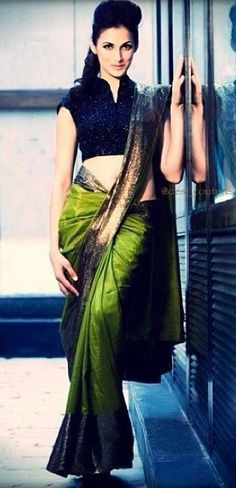 Smoking Hot! Green and navy blue silk saree with high neck blouse http://www.shaadiekhas.com/blog-wedding-planning-invitation-wordings/dress-for-the-occasion/
