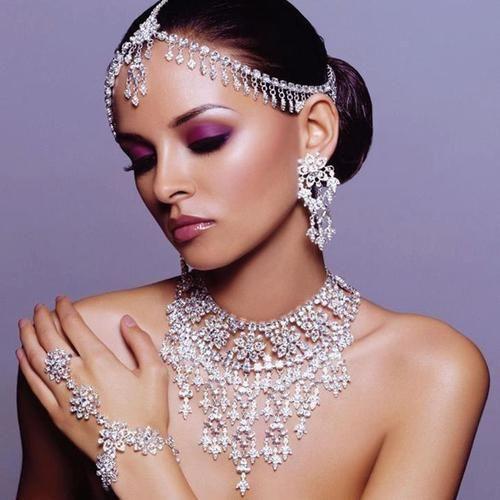#Desi #Bridal #Jewelry ~. Diamond jewelry for the desi bride.