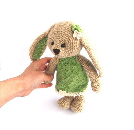 peluche lapin de Pâques, lapin beige avec robe de menthe verte, bunny girl, amigurumi cadeau pour enfants, lapin, lièvre de bonneterie sur Etsy, $55.07 CAD