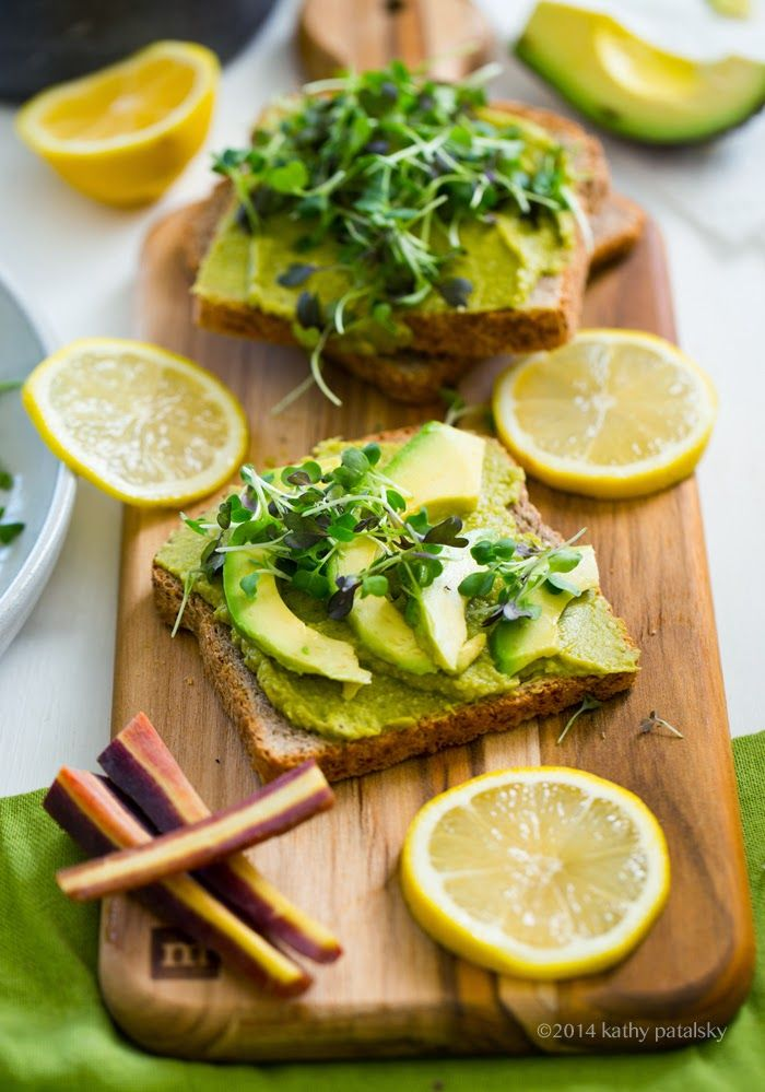 Green lunch with my sunshine toasts! Micro greens and avocado on top. #vegan #spring #recipes #asparagus