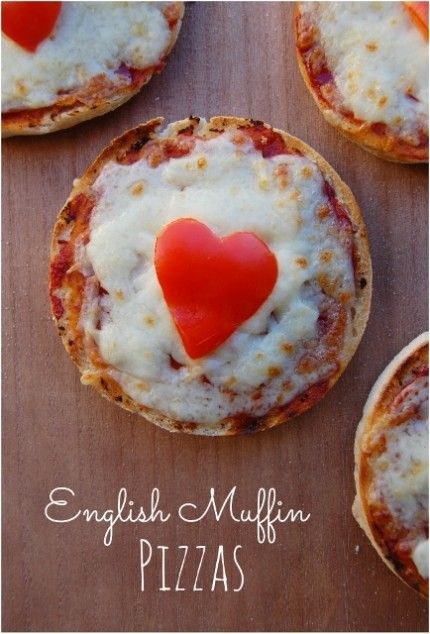 5 minute English muffin pizza recipe from Eats Amazing UK - so quick and easy! - great idea for cooking with kids too.