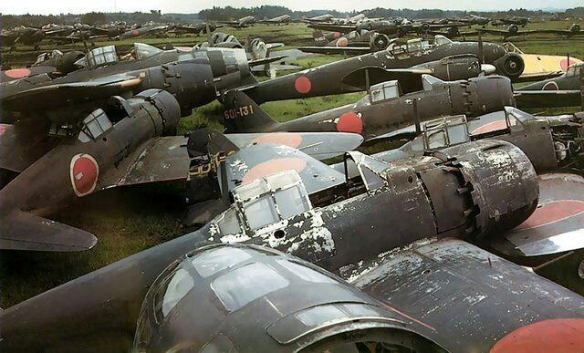 終戦後の横須賀 零戦、雷電、銀河、・・・