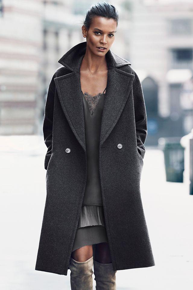 ROPA DE ABRIGO EN H&M, HERMOSO Y BUEN PRECIO Hola Chicas!! Les tengo una galeria de foto de chaquetas, abrigos, capas, jerseys largos, todos muy bonitos y como les he compartido en las otras publicaciones, se estan usando mucho estos estilos y lo bueno es que en H&M siempre vas a encontrarlos a muy buen precio. Les dejo el link para puedan conectarse y ver lo que tienen en la tienda online, pero recuerden que  muchas veces no es lo mismo que hay en tiendas…