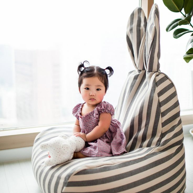 LARGE (73x85x115 cm) SMALL (44x47x68 cm) Beanbag chair from the Korean brand Rabito. Looks cute in every room of your house and is great for loungi...